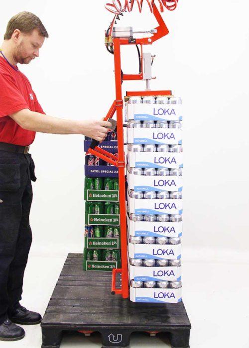 Mekaniskt lyftredskap för staplar av öl- och läskflak.