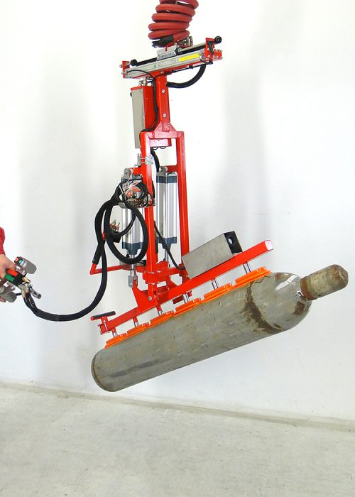 Gas tank gripper in tilted position