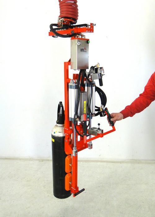 Gas tank gripper in vertical position