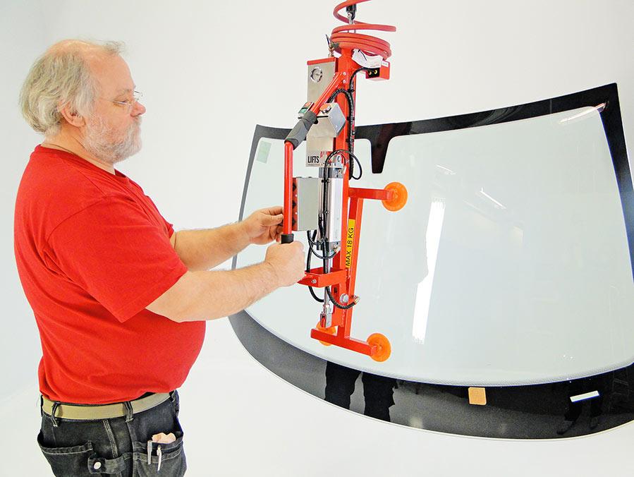 vacuum gripper for wind screens